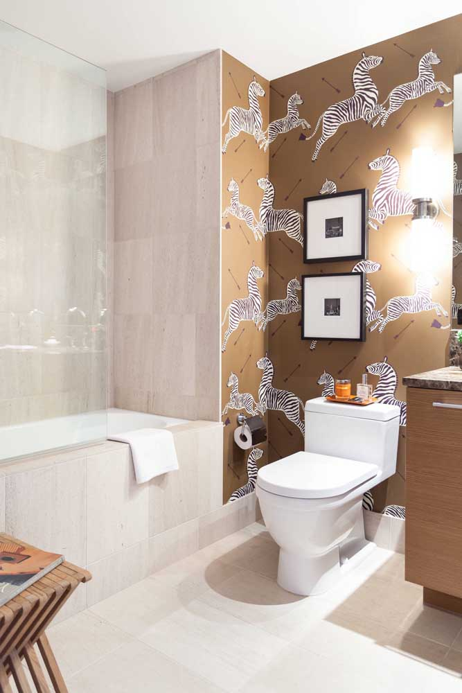 No quarto infantil você pode escolher um papel de parede diferenciado para fazer um banheiro simples decorado.