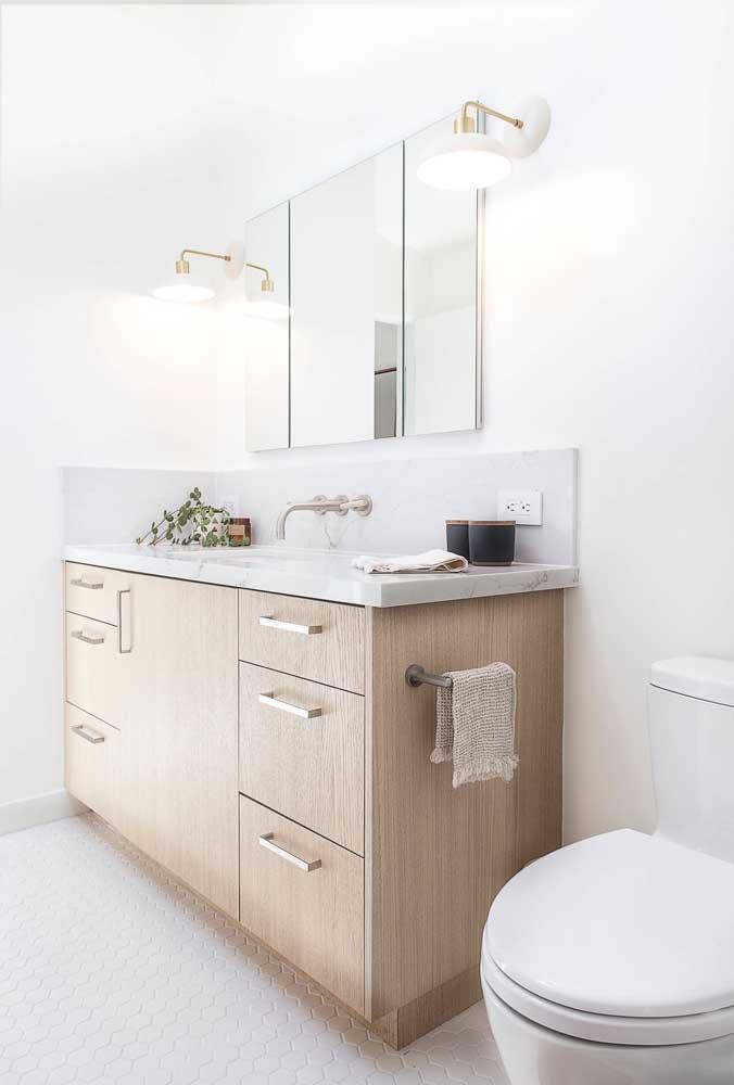 O armário é um dos itens que não podem faltar na decoração do banheiro.