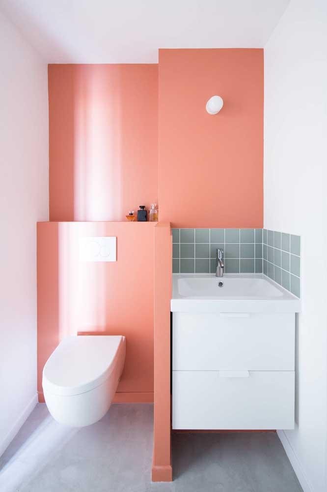 O que acha de fazer um banheiro estiloso com cores fortes como o vermelho?