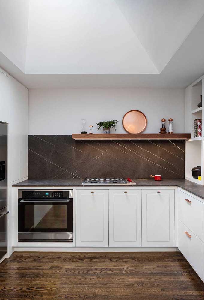 A quantidade de armários da cozinha em U é proporcional as suas necessidades de armazenamento