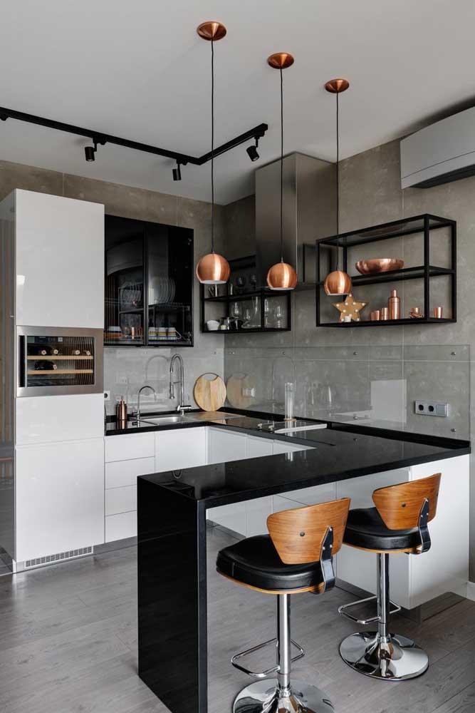 Cozinha em U com toque industrial para deixar o projeto moderno e arrojado