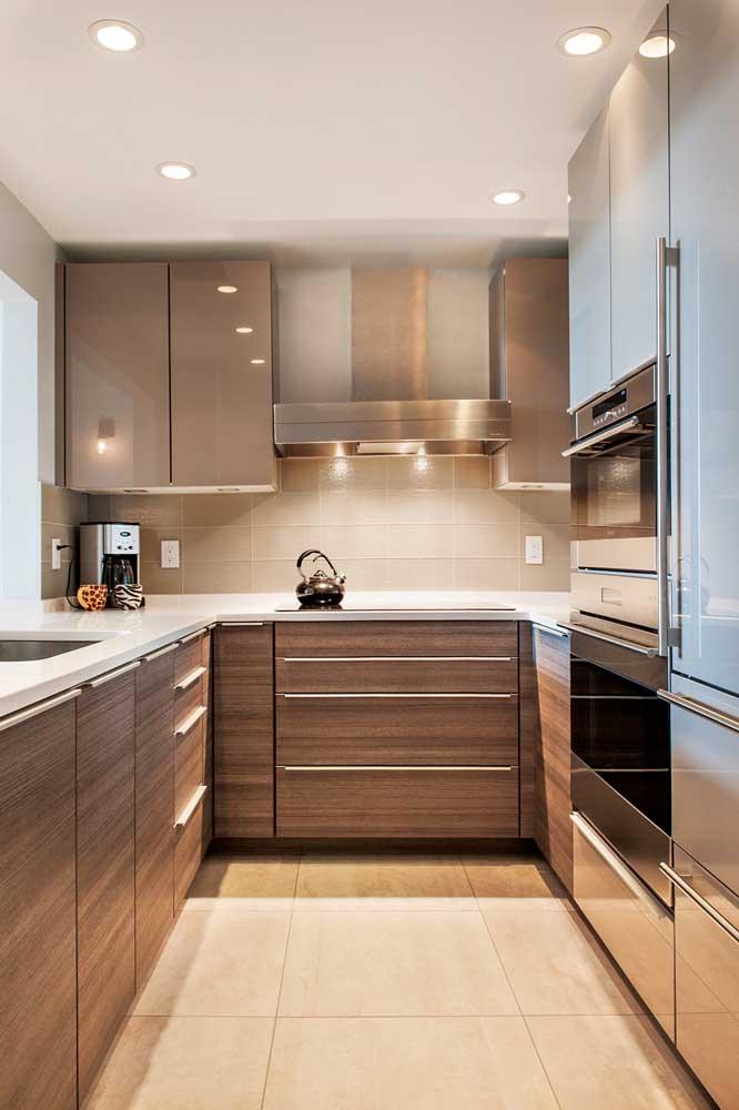 Luz amarela para uma cozinha acolhedora e aconchegante