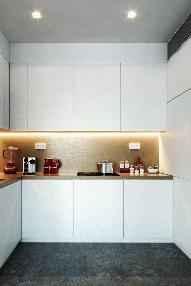 Fitas de LED para reforçar o projeto de iluminação da cozinha em U