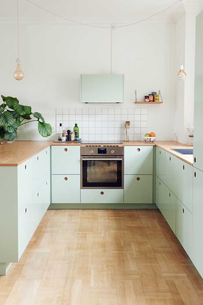 Cozinha em U com aquele toque vintage irresistível!