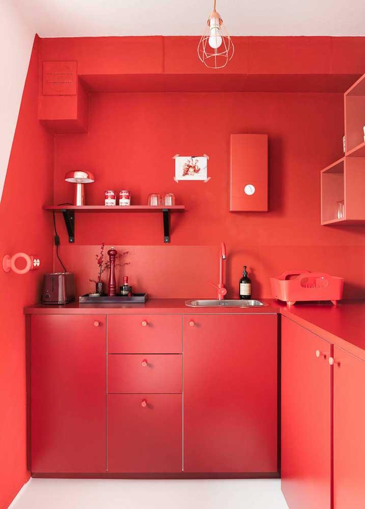 Cozinha monocromática vermelha: para quem não tem medo de ousar