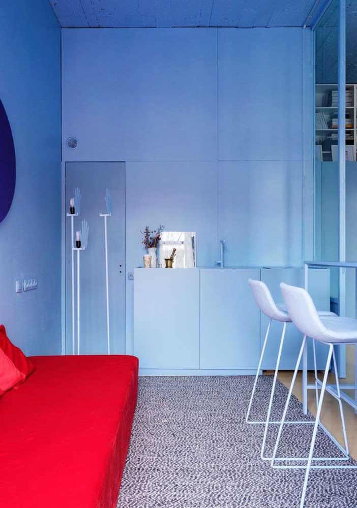 A calmaria da cozinha monocromática azul!