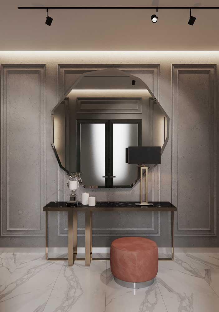 Um belo e diferente espelho para recepcionar quem chega em casa