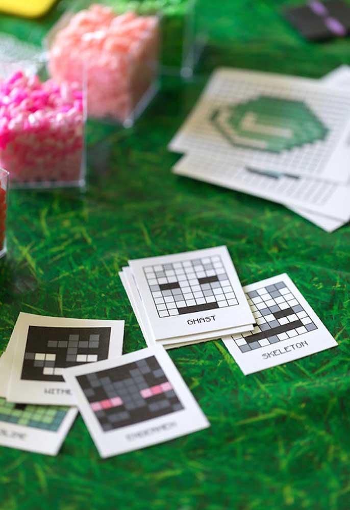 Festa de criança precisa ter brincadeira para elas se divertirem. Que tal montar um jogo de cartas com o tema minecraft?