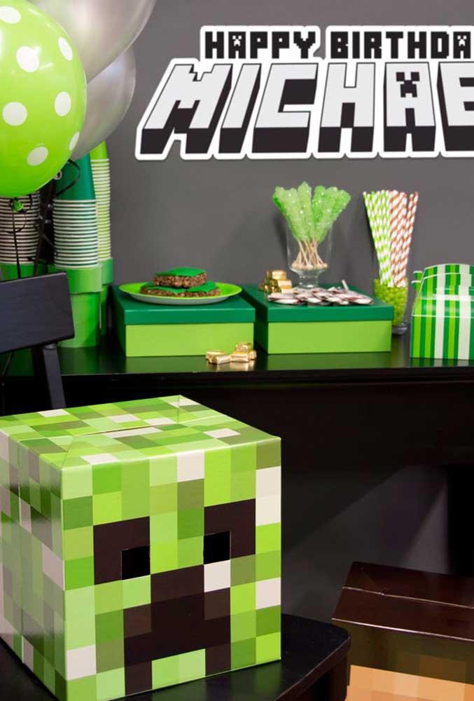 Para fazer os elementos decorativos com o tema minecraft você pode usar caixas de papelão que não usa mais.