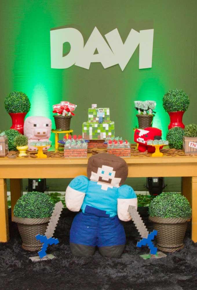 Se tiver a oportunidade, coloque um boneco do personagem do minecraft na mesa principal da festa.