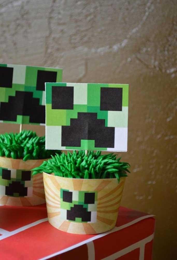 Olha que fofo ficou esse vaso de planta com o tema minecraft. O mais interessante é que foi usado apenas papel.