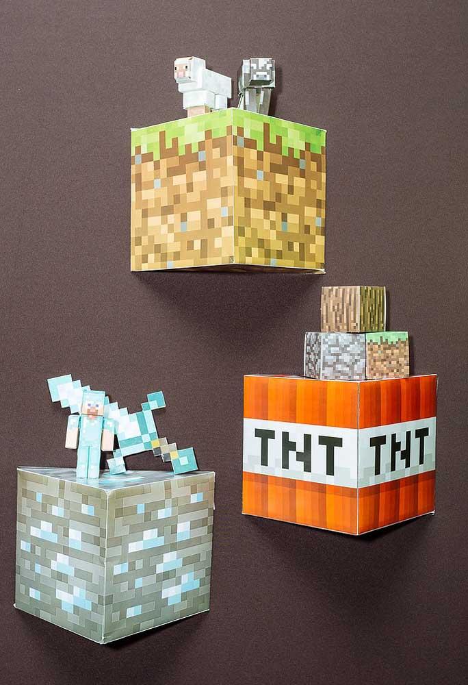 Outra opção de decoração com o tema minecraft é fazer algumas caixas para fixar na parede.