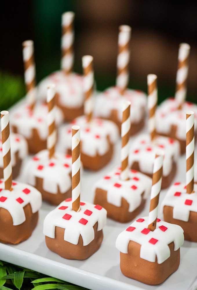 Prefira fazer os doces da festa no formato do minecraft para fazer uma decoração diferenciada.