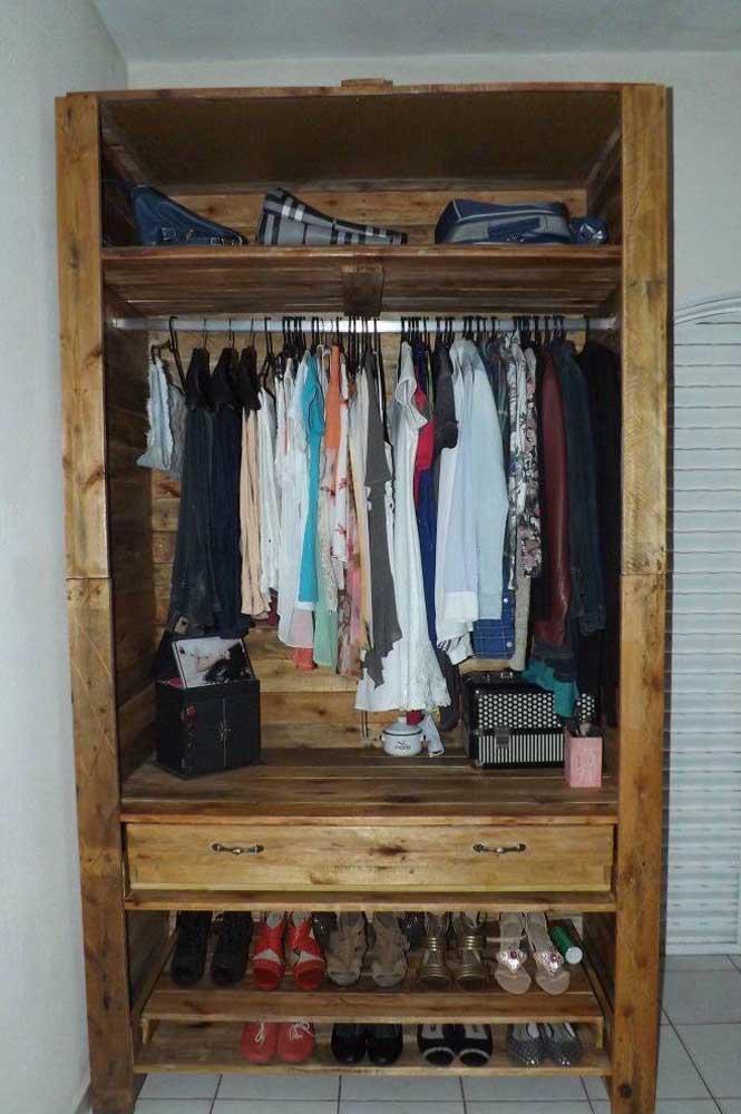 Você pode reaproveitar gavetas de outros armários para o seu guarda roupa de pallet, sabia disso?