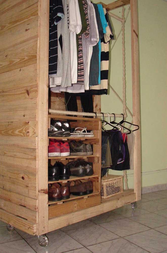 Sapatos de um lado, roupas de outro