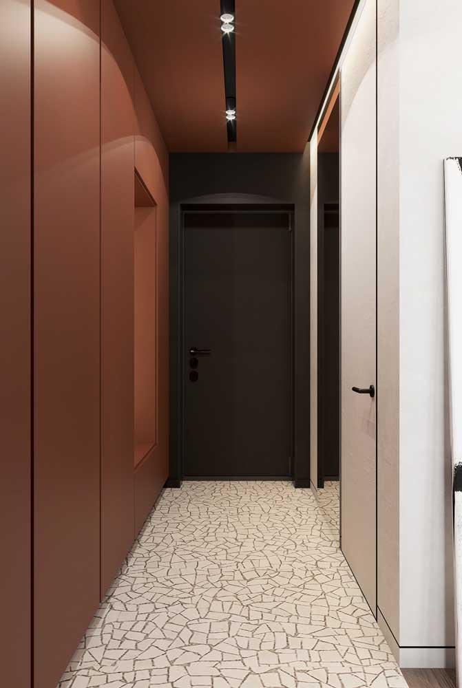 Hall de entrada moderno e funcional. Destaque para o piso vintage