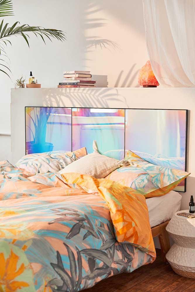 Cores mágicas na cabeceira da cama