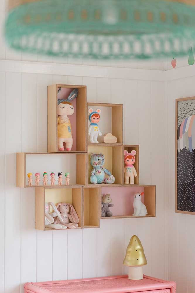 Nichos para quarto de bebê em uma composição variada de tamanhos