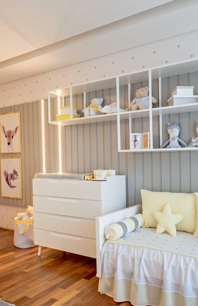 Nichos metálicos para o quarto de bebê que une o clássico ao moderno