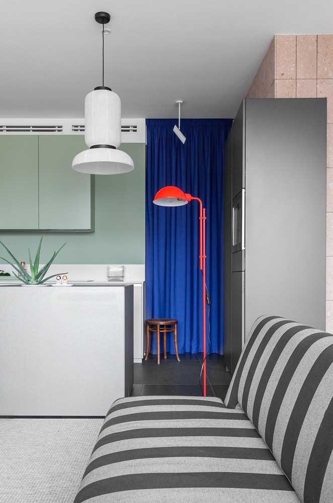 Na sala de estar, a tendência disruptiva aparece nas cores e nas formas