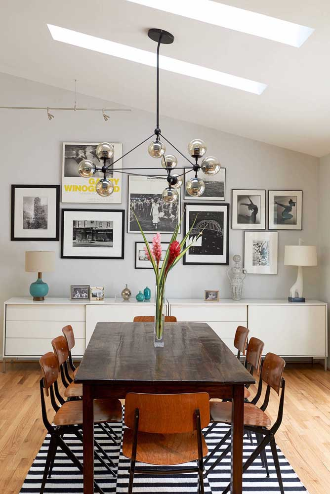 Aquele toque final na decoração da sala de jantar com os quadros vintage