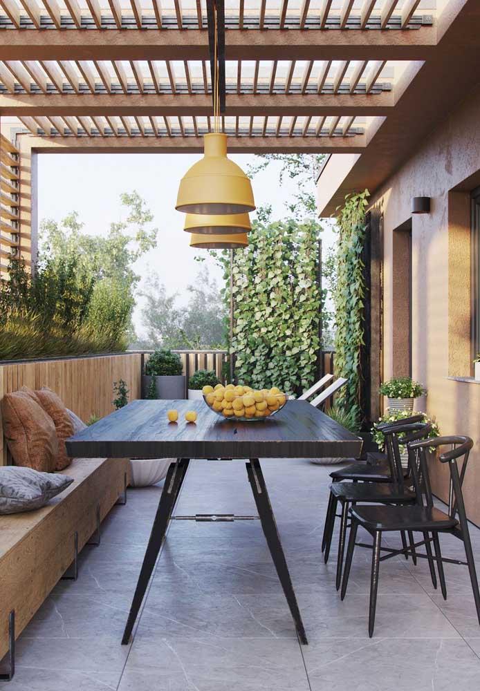 Até mesmo a varanda da casa terá espaço para o ambiente de trabalho