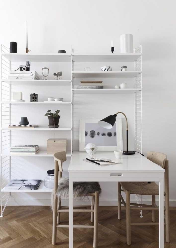 Projeto de escritório em casa simples, pequeno e todo branquinho