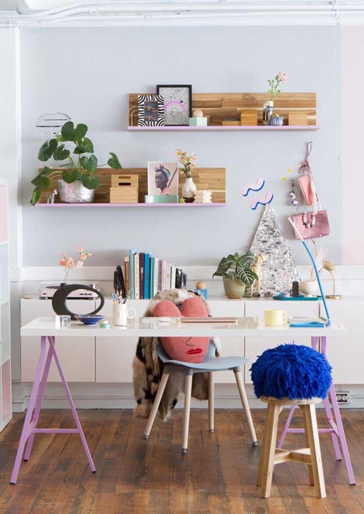 Colorido, lúdico e moderno, esse escritório em casa não deixa ninguém cair na monotonia