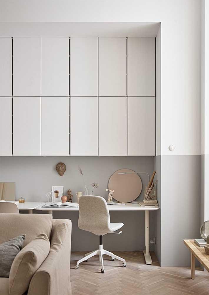 Escritório em casa combinando com o restante do ambiente, afinal, integração é tudo!