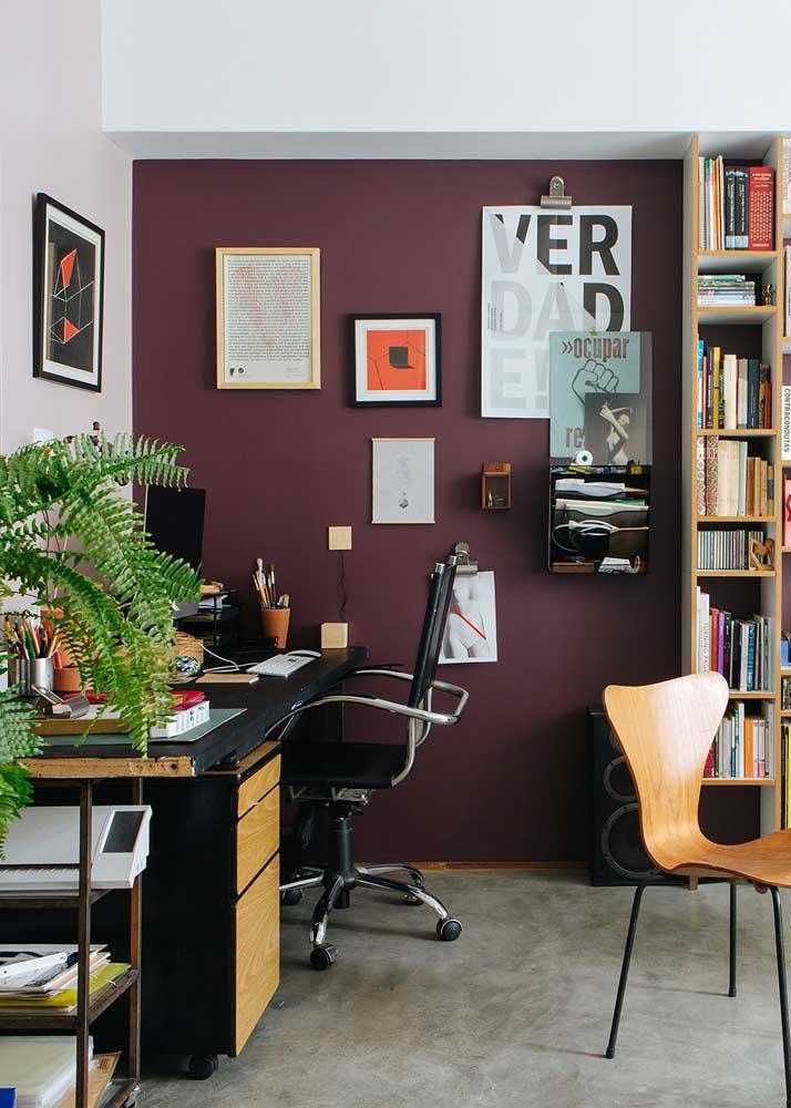 Valorize o seu escritório em casa pintando uma das paredes
