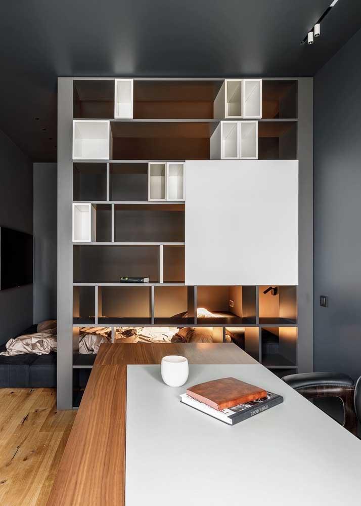 O escritório pode até ser em qualquer ambiente da casa, mas a mesa de trabalho precisa se adaptar ao usuário