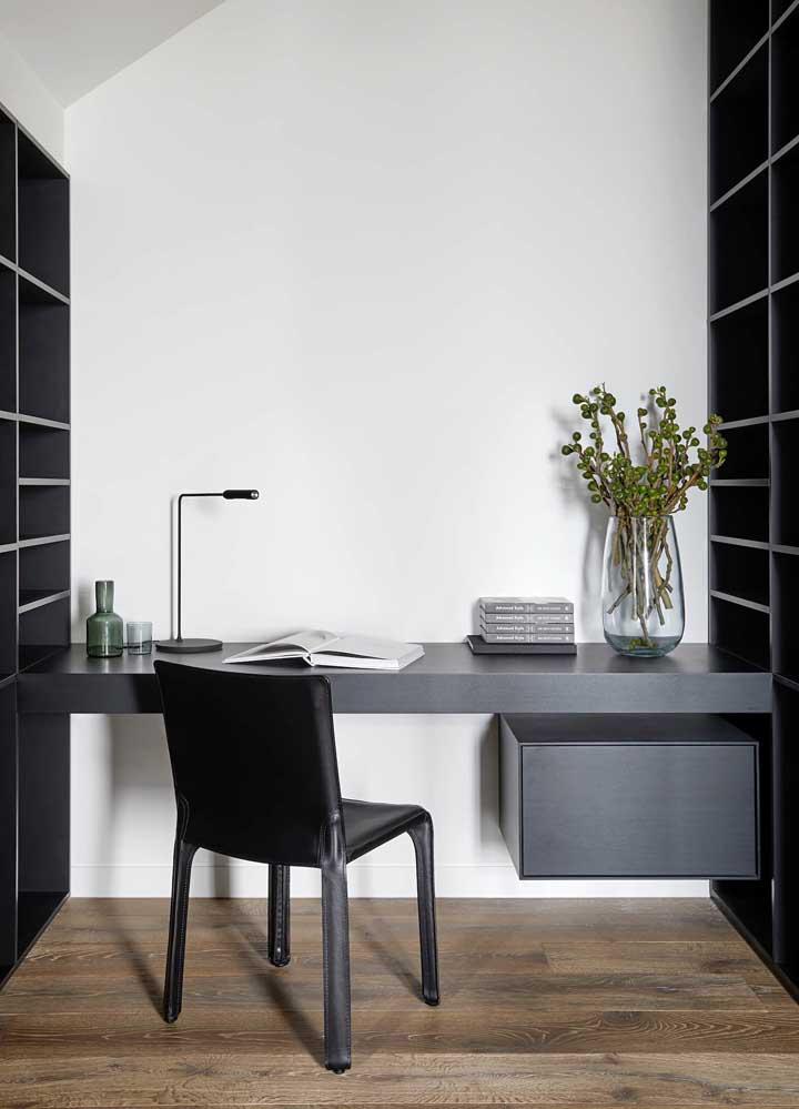 Escrivaninha suspensa para o escritório em casa. Poupe espaço com ela
