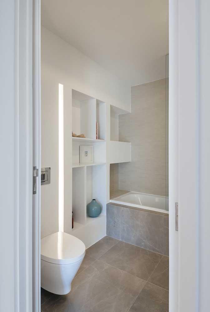 Piso para banheiro simples e pequeno com porcelanato texturizado