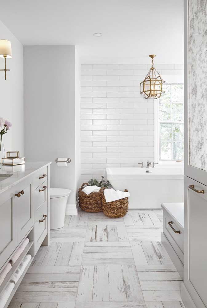 Porcelanato para banheiro que imita madeira