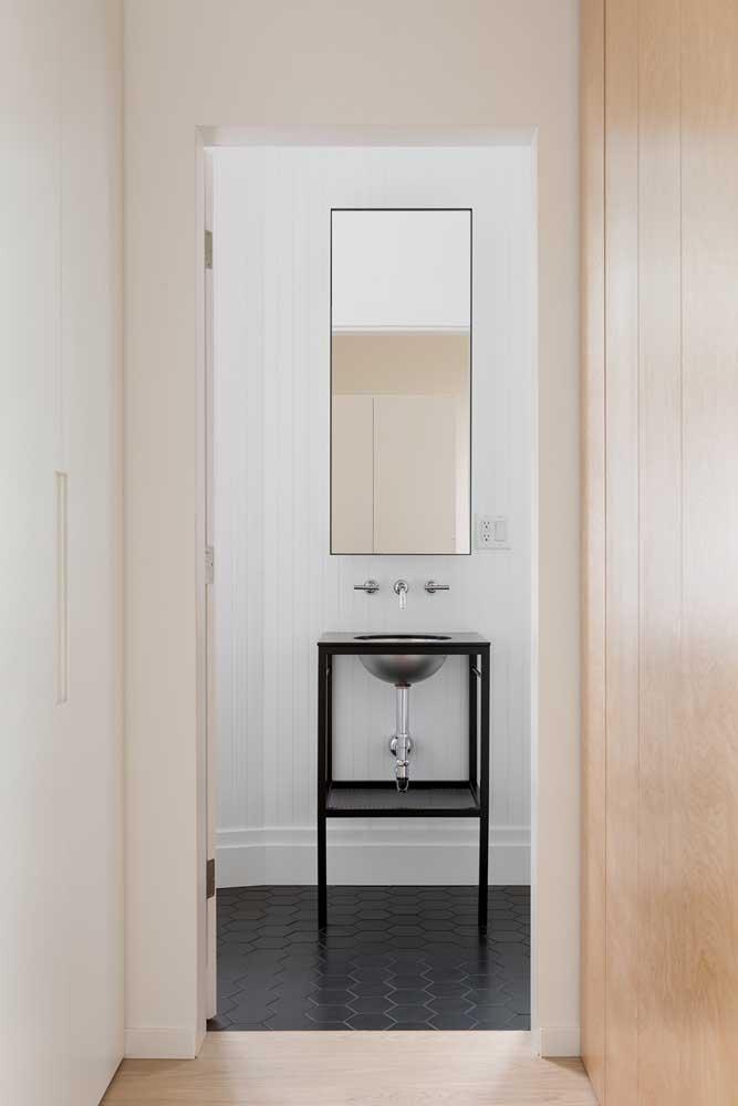 O piso hexagonal para banheiro pode ser encontrado em versões antiderrapantes