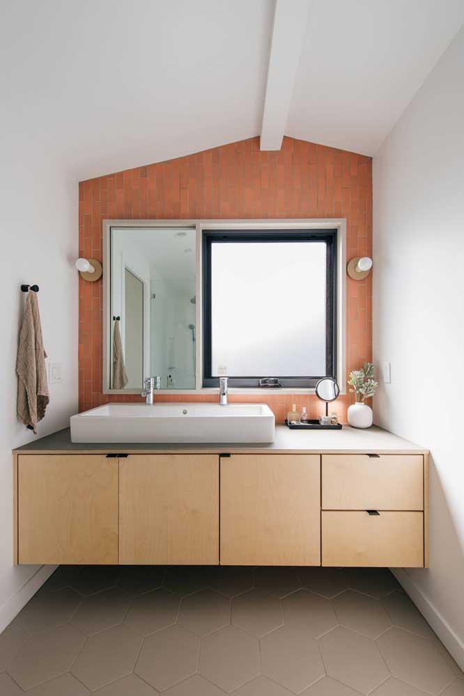 Piso hexágono para banheiro pequeno. Repare que o tom do rejunte é o mesmo do piso