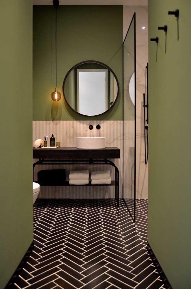 Piso geométrico preto para banheiro