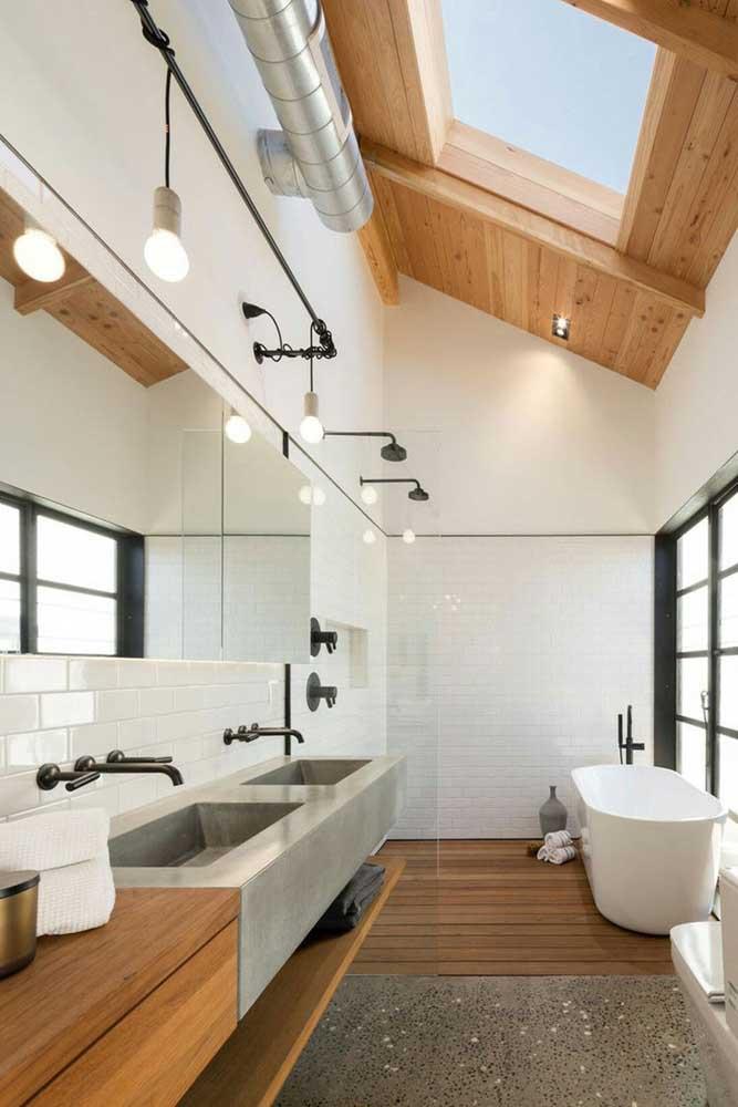 Piso de madeira para o banheiro ficar com cara de SPA