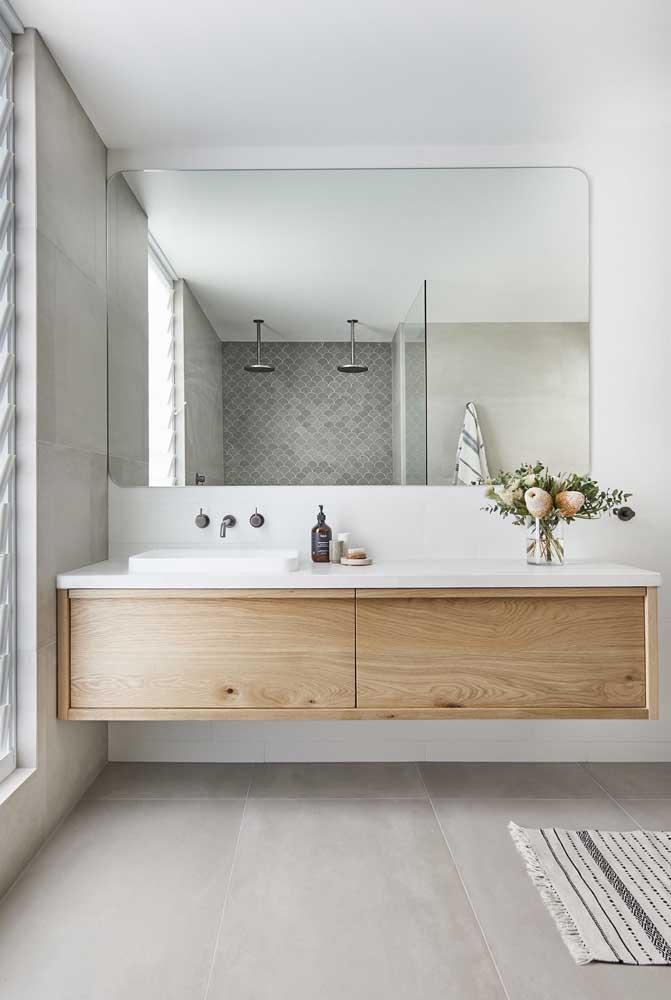 Porcelanato cinza para um banheiro moderno e elegante