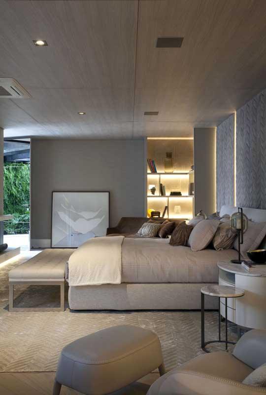 Na hora de planejar o quarto de casal de luxo dê toda atenção para a cama e a cabeceira. São partes fundamentais desse tipo de quarto