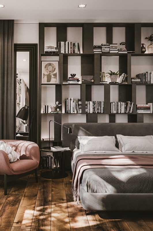 Para um quarto de casal de luxo moderno você pode ir um pouco além no uso das cores e apostar em tonalidades como o cinza e até o rosa
