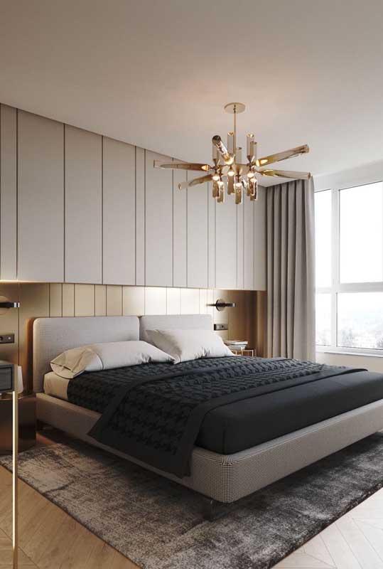 Quarto de casal de luxo com móveis planejados para ocupar bem o espaço