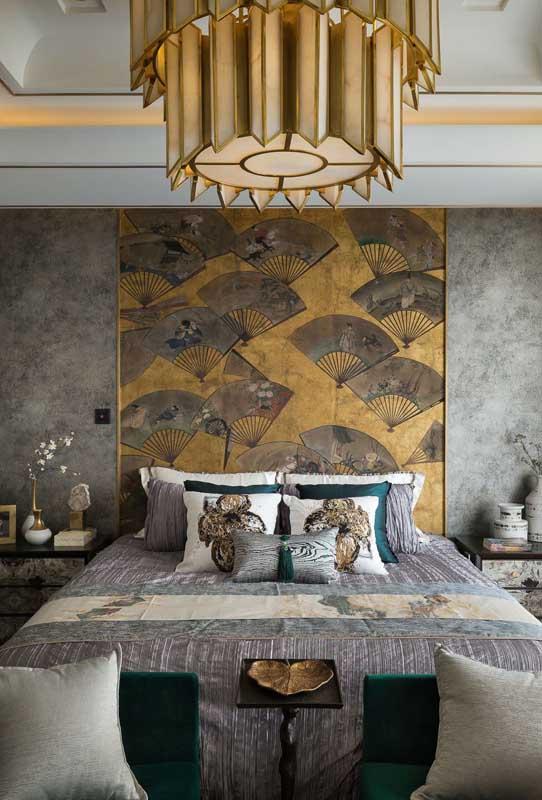 Obras de arte também são uma ótima pedida na decoração do quarto de casal de luxo