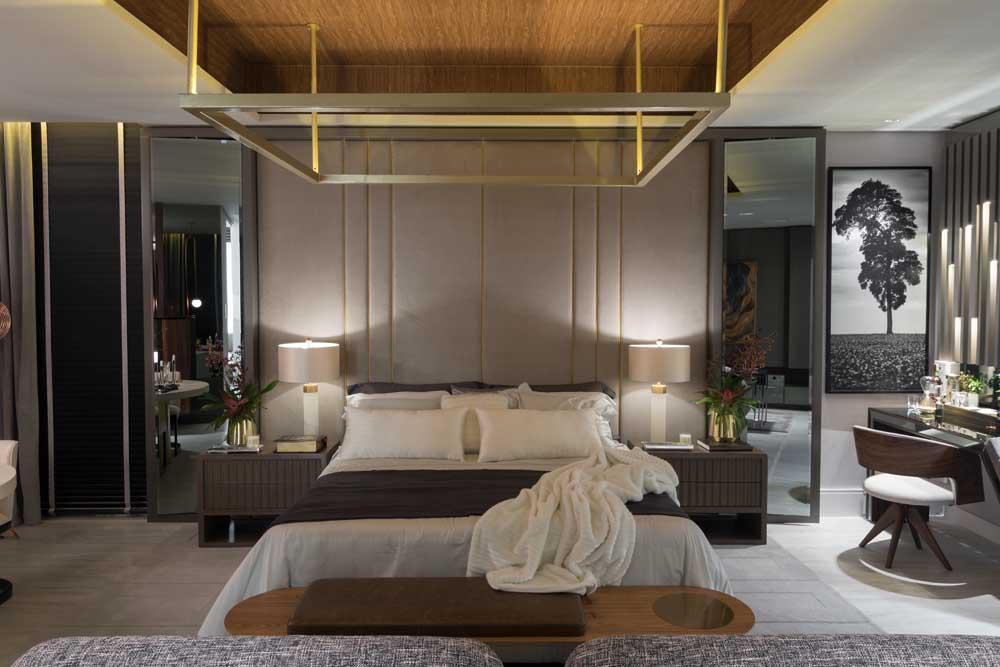 Quarto de casal de luxo moderno com dossel dourado suspenso pelo teto