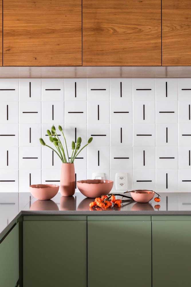 Azulejo para cozinha branco com detalhe em preto. Uma combinação que nunca decepciona!