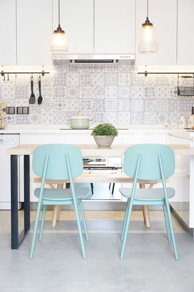 Ladrilhos hidráulicos sempre são uma boa pedida para o revestimento da cozinha