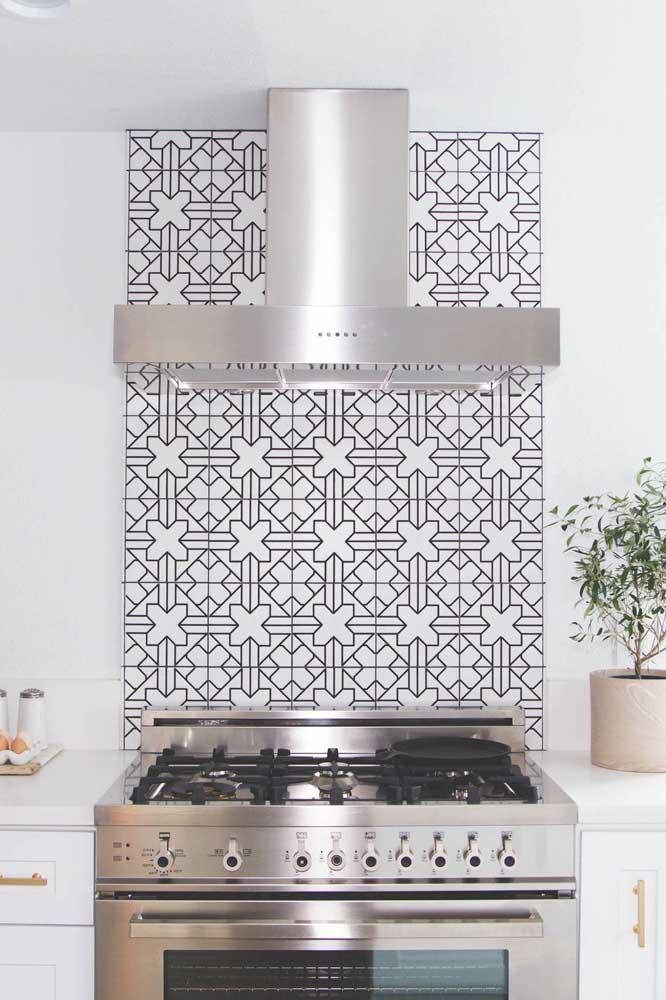 E se não quiser revestir a parede inteira, faça apenas uma faixa de azulejos na cozinha