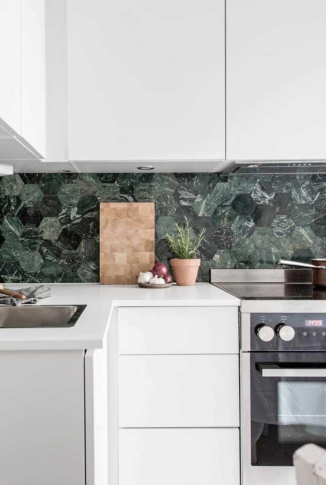 Azulejo para cozinha com textura de mármore e formato hexagonal