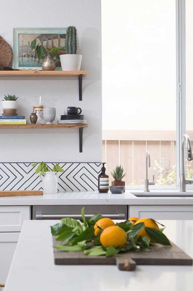 Quer dar um toque a mais na cozinha? Faça isso usando azulejos estampados