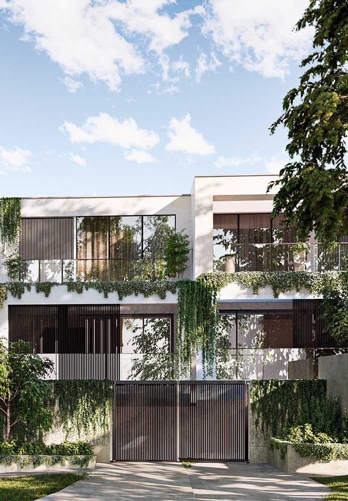 Plantas também podem integrar a fachada das casas modernas
